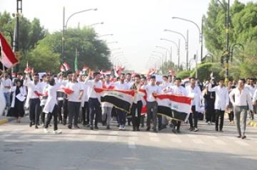 الطلبة يزيدون زخم تظاهرات ساحة التحرير للمطالبة بإقالة الحكومة وكشف قتلة المتظاهرين