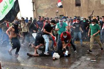 """متظاهرو التحرير يواصلون الاعتصام للمطالبة بإقالة الحكومة وينتصرون بـ""""معركة الجسور"""""""