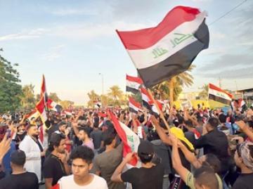 تظاهرات غاضبة في محافظات عدة تطالب بإقالة مسؤولين محليين