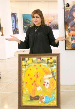 التشكيلية سناء محمد: كلما أهمُّ برسم أمي  تسقط دموعي على اللوحة قبل الألوان