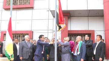 علم كردستان يحرك النار تحت رماد كركوك ومخاوف من مصادمات بين مواطنيها
